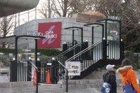 道沿いに喫茶店の入り口=江刺弘子撮影