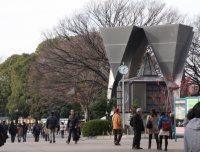 スタイリッシュ建物は交番=江刺弘子撮影