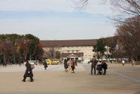 交番の右手奥には東京国立博物館が見える=江刺弘子撮影