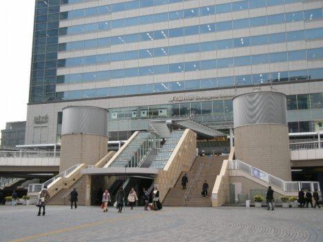 JR品川駅港南口=銅崎順子撮影
