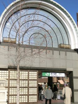 最寄り駅はJR四ツ谷駅=柴沼均撮影