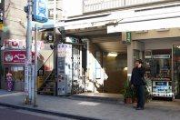 東京メトロ飯田橋駅B3出口=千貫朋子撮影