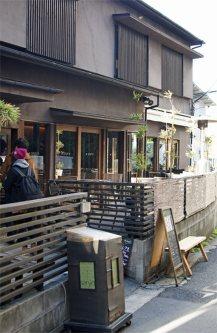 路地にある和風カフェ=千貫朋子撮影