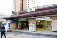 法政大学市ケ谷キャンパスへは、JR飯田橋駅西口が最寄り駅。市ケ谷駅とほぼ中間にある=小島昇撮影