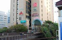 JR飯田橋駅と並立するビル「セントラルプラザ」には東京都消費生活総合センターもある=小島昇撮影
