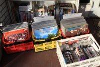 店先で懐かしいLPレコードを販売。掘り出し物があるかも=佐伯信二撮影