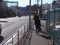 このあたりは自動車ディーラーが多い場所=湯浅啓撮影