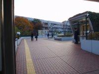 駅から見た中央大学の校内