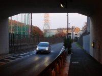 トンネルをくぐると多摩ニュータウンが見える