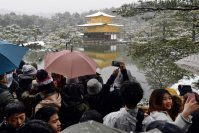 A number of tourists are seen at the snow-covered Kinkakuji in Kyoto's Kita Ward, on Jan. 20, 2016. (Mainichi)