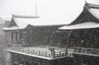 The snow-covered Kiyomizu Temple is seen in Kyoto's Higashiyama Ward, on Jan. 20, 2016. (Mainichi)