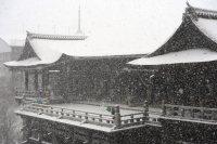 The snow-covered Kiyomizu Temple is seen in Kyoto's Higashiyama Ward, on Jan. 20, 2016. (Mainichi)