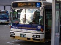 京王線の聖蹟桜ケ丘駅や八王子行きなども。また、長野県行きの高速バス路線も発着している=仲村隆撮影