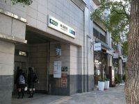 地下鉄の入り口=銅崎順子撮影