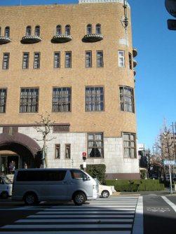 白山道路向かいにある学士会館=銅崎順子撮影