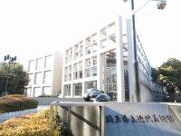 ちなみに園内を少し歩くと県立美術館がある=浜田和子撮影