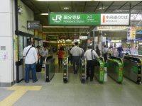 JR中央線国分寺駅の改札口=現代法学部2年、田中紘夢さん撮影