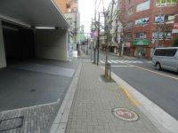 左手には大規模マンション=現代法学部2年、田中紘夢さん撮影