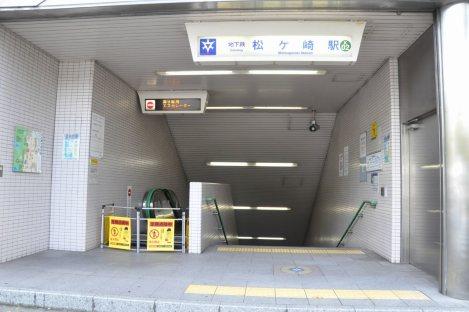 京都市営地下鉄烏丸線・松ケ崎駅を出発=2014年11月6日、垂水友里香撮影