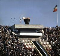 【1964東京五輪】聖火台に点火。アジア初めての聖火がともる