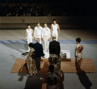 【1964東京五輪】男子体操、個人総合で遠藤幸雄が金メダル。鶴見修治は銀メダル