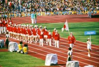 【1972ミュンヘン五輪】121の国と地域が参加して開かれた開会式で入場行進する日本選手団。日本はこの大会で金メダル13個を獲得
