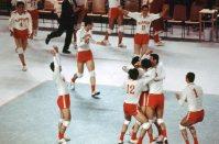【1972ミュンヘン五輪】決勝戦で東ドイツを3-1で破り、歓喜の男子バレーボール日本代表。松平康隆監督に率いられオリンピック初優勝