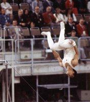 【1972ミュンヘン五輪】男子体操鉄棒で塚原光男が「月面宙返り(ムーンサルト)」を決め金メダルに