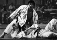 【1976モントリオール五輪】上村春樹が柔道無差別級で金メダル。身長174センチの上村は次々と巨体の外国選手をなぎ倒した