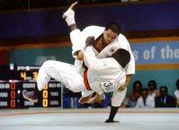 【1984ロサンゼルス五輪】男子柔道無差別級1回戦でコーリー(セネガル)に大内返しを決める山下泰裕