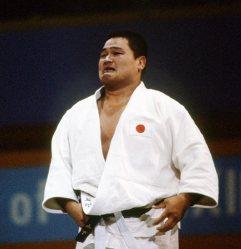 【1984ロサンゼルス五輪】男子柔道無差別級で優勝した瞬間に涙をみせる山下泰裕。東海大時代の77年から全日本選手権9連覇し、85年6月に203連勝のまま現役引退。84年に国民栄誉賞を受賞した