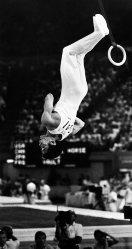 【1984ロサンゼルス五輪】体操男子個人総合で優勝した具志堅幸司。つり輪で新月面宙返り