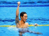 【1988ソウル五輪】競泳男子100メートル背泳ぎで鈴木大地が金メダル。「3位じゃ負けと同じ。1位が欲しくて勇気を出して、いつもより5メートル長く30メートルまでバサロをやった」