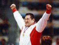 【1988ソウル五輪】柔道95キロ超級で金メダルを獲得し顔をクシャクシャにしてガッツポーズする斉藤仁