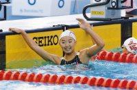 【1992バルセロナ五輪】1週間前に14歳になったばかりの岩崎恭子はベルリン大会(1936年)の前畑秀子、ミュンヘン大会(72年)の青木まゆみに次ぐ日本女子水泳界3人目の金メダリストとなった=伊藤俊文撮影