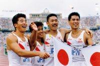 【1992バルセロナ五輪】男子400メートルリレーで日本は6位入賞。(左から)アンカー杉本竜男、第3走者の井上悟、第1走者の青戸慎司、第2走者の鈴木久嗣