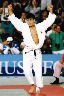 【1992バルセロナ五輪】柔道男子78キロ級で金メダルを獲得した吉田秀彦。決勝はモリス(米国)に一本勝ち