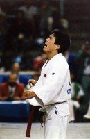 【1992バルセロナ五輪】柔道男子71キロ級で古賀稔彦が金メダル。決勝戦でハイトシュ(ハンガリー)に判定勝ちしガッツポーズ