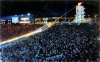 【1996アトランタ五輪】満員の観客が見守る中で聖火台に点火された。日本は金メダル3個、銀メダル6個、銅メダル5個だった=片山喜久哉撮影