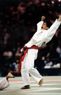【1996アトランタ五輪】柔道男子60キロ級で野村忠宏が金メダル。決勝でジロラノ・ジョビナッツォ(イタリア)に一本勝ち=片山喜久哉撮影