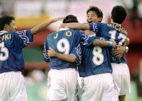 【1996アトランタ五輪】男子サッカー予選リーグ日本対ブラジル。後半27分、伊東輝悦(8番)の先制ゴールを喜び合う日本イレブン=平野幸久撮影