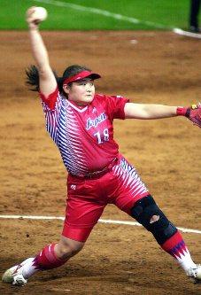 【2000シドニー五輪】ソフトボール予選で日本がキューバに快勝。完封はのがしたもの力投した高山樹里=岩下幸一郎撮影
