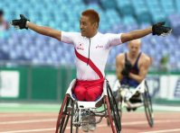 【2000シドニーパラリンピック】男子車いす400メートル(脳性まひ1、車いす4)で世界新で優勝した前場一也。この大会で前場は三つのメダルを獲得した=石井諭撮影