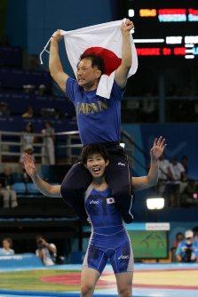 【2004アテネ五輪】レスリング女子55キロ級で吉田沙保里が金メダル。試合後のインタビューに「プレッシャーはあったが、自分自身と戦って、自分に負けませんでした」と話した=川田雅浩撮影