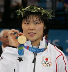 【2004アテネ五輪】柔道女子70キロ級で上野雅恵が金メダル。初戦から先制のポイントを取られるなど苦戦が続いたが、勝機を逃さなかった=野田武撮影