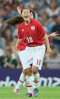 【2012ロンドン五輪】女子サッカーで、なでしこジャパンが銀メダル。アメリカとの決勝。米国に追加点を奪われた後に味方に声をかける澤穂希。その後1点を返すが力尽き1ー2で惜敗=佐々木順一撮影