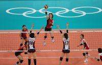 【2012ロンドン五輪】バレーボール女子3位決定戦は日本対韓国。第2セットでアタックを放つ木村沙織=森田剛史撮影