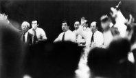 【1980モスクワ五輪】前年ソ連がアフガニスタンに侵攻したことに抗議し、米国のカーター大統領が五輪不参加を表明。日本や韓国、中国、イランなど50カ国近くがこれに追随しボイコットした。写真は5月24日、JOC臨時総会でモスクワ五輪の不参加を挙手採決する様子