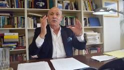 インタビューに答える「限界費用ゼロ社会」の著者、ジェレミー・リフキン氏=ワシントン近郊で清水憲司撮影