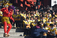 Children look on intently as an ogre makes an appearance for a Setsubun event at Senso-ji Temple in Tokyo's Taito Ward on Feb. 3, 2016. (Mainichi)
